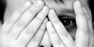 بچوں میں ڈرنے کی عادت کیسے ختم کریں