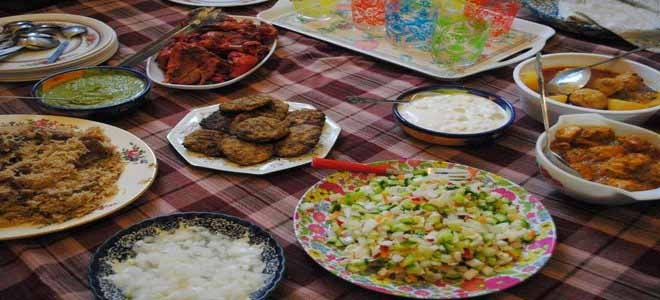 citizens-enjoy-delicious-food-items-on-the-occasion-of-eid-ul-fitr[1]