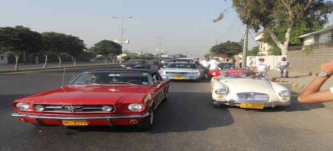 vintage-classic-car-club-of-pakistan-showcases-cars-in-rally[1]