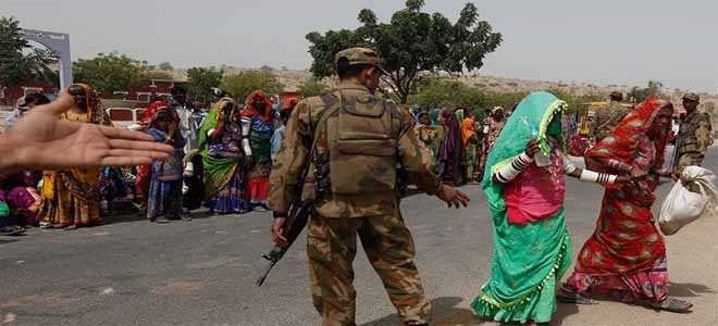 army-continues-its-relief-activities-in-tharparker[1]