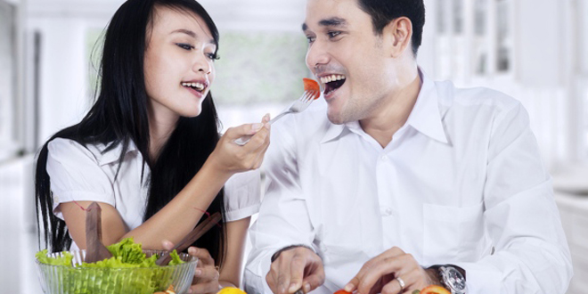 """Can a perception of food as """"healthy"""" encourage overeating?"""