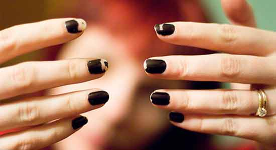 Scratching Off Nail Paint can Demage Your Nails
