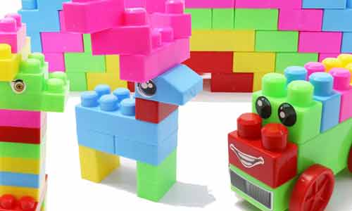 Blocks and Legos to learn child