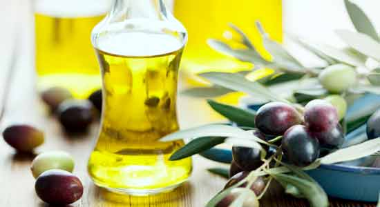 Olive Oil Treat Dry and Cracked Heels at Home