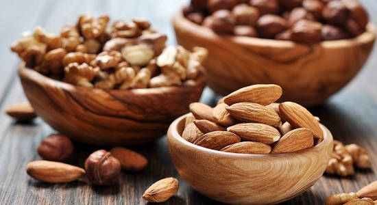 eat nuts on an empty stomach